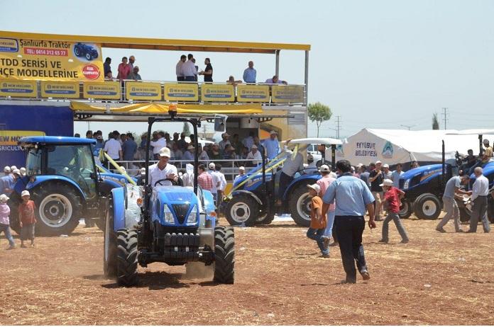 new holland sanliurfa bayisi sanliurfa traktor ciftcileri en yeni modellerle tarla gunleri nde bulusturdu agro world tarim dunyasi dergisi
